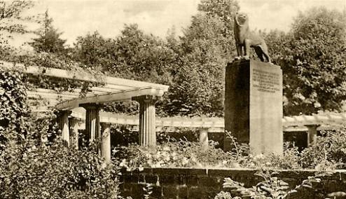 Ehrenfriedhof mit bergischem Löwen