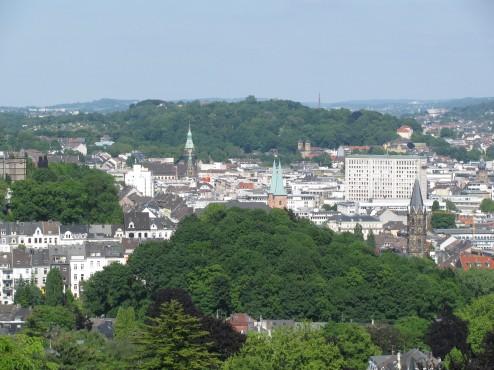 Wuppertal im Kranz der grünen Berge (Elberfeld)